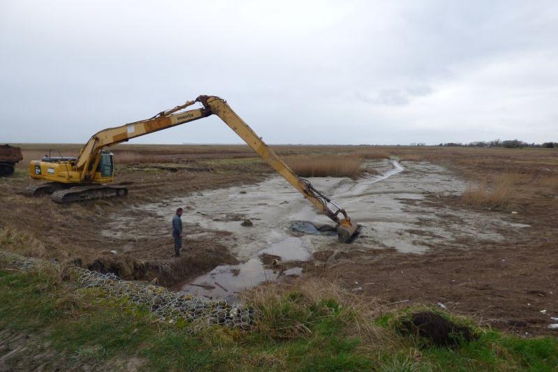 Curage avec un bras de 18 mètres de long permettant de préserver la berge