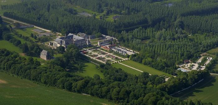 Vue sur l'Abbaye et les Jardins de Valloires au coeur de la Vallée de l'Authie