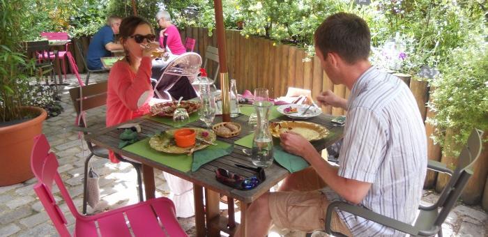 Repas sur la terrasse de la Table du Jardinier