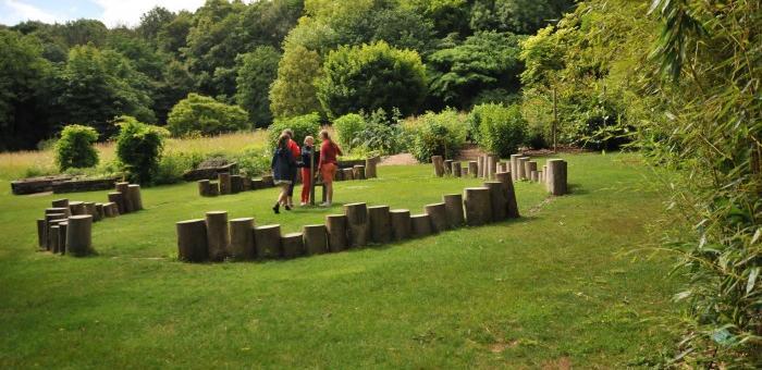Jouer avec les éléments dans le Jardin des 5 sens